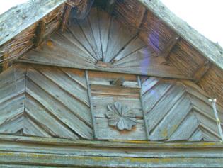 dom ze slonecznym talizmanem