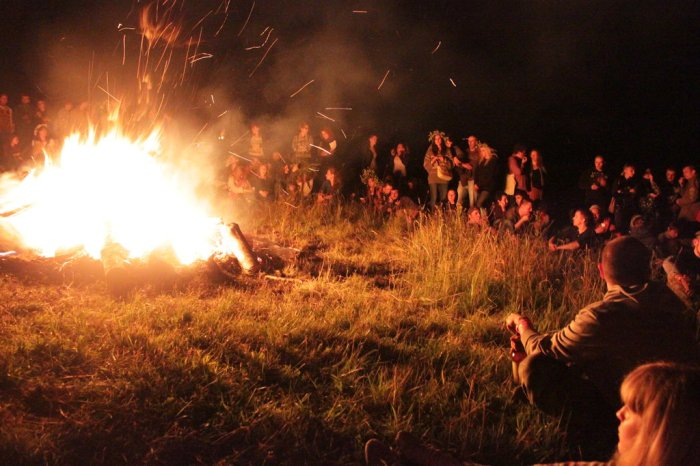 the_big_traditional_fire_on_the_ivan_kupala_night_by_solo_gub-d7q8ucf